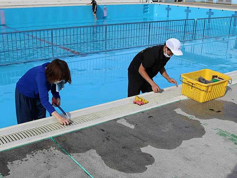 pool-cleaning-6